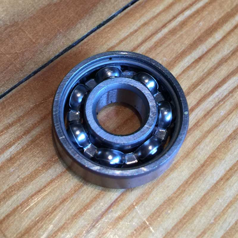 Aluminium retainer skate bearing